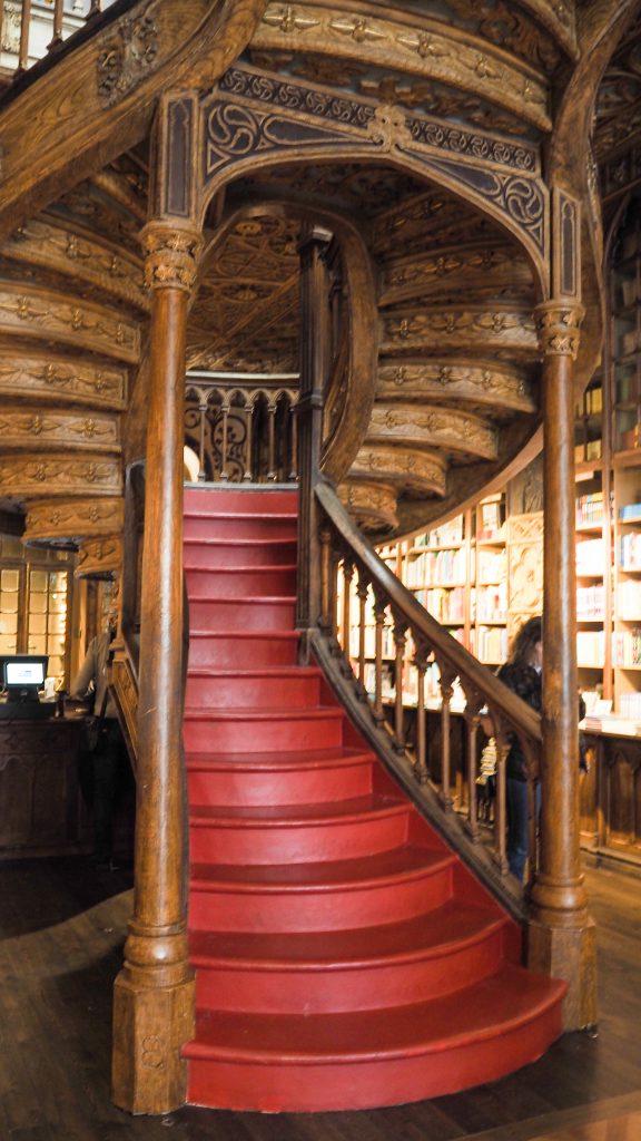 porto-escalier-librairie-lello
